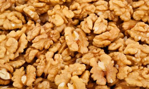 ядра грецких орехов при ГВ