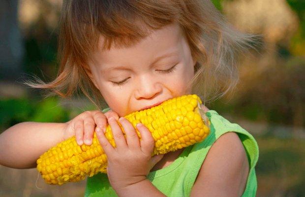 вареная кукурузв детям