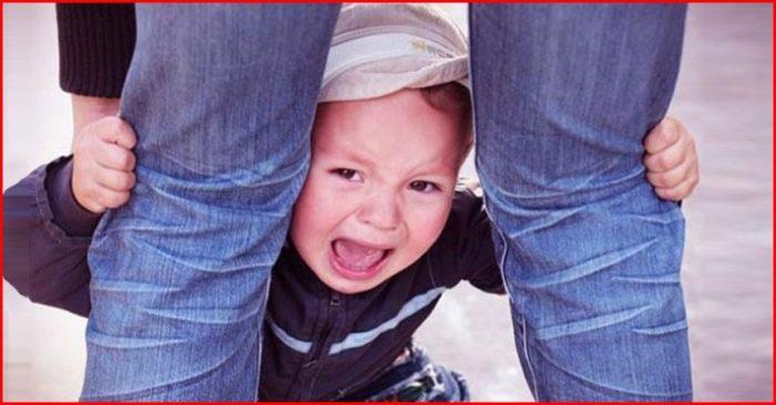 ребенок истерит
