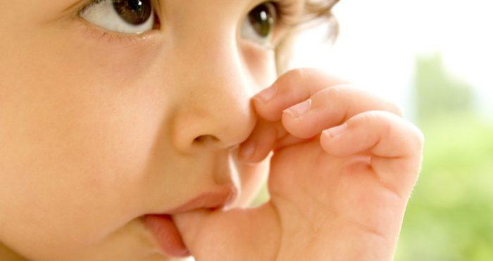 сосет палец ребенок детсадовского возраста
