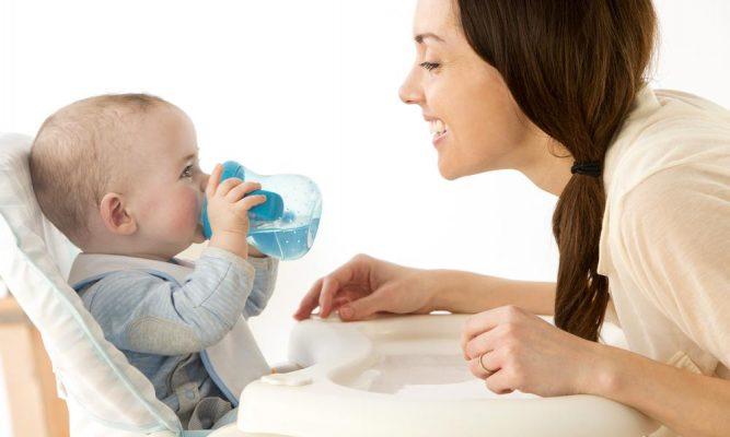 при отлучении от груди ребенок должен больше пить
