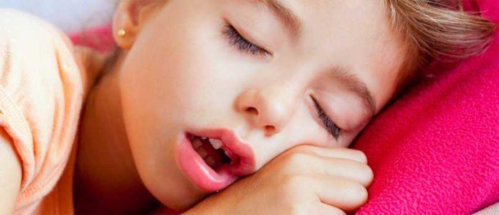 Почему ребенок храпит во сне - храп носом у грудничка, младенца