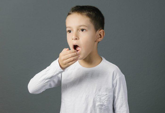 Причины неприятного запаха изо рта у подростка