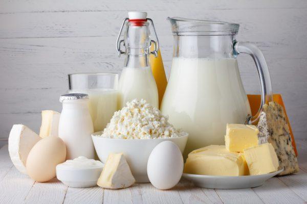 молочные продукты могут окрасить кал в белый цвет