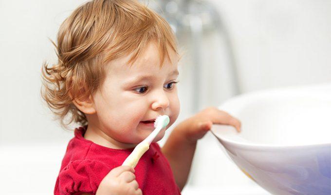 чистка зубов-лучшая профилактика появления неприятного запаха изо рта