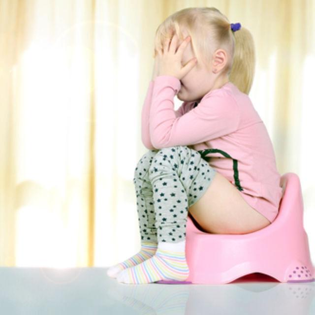 Желтый частый стул у ребенка