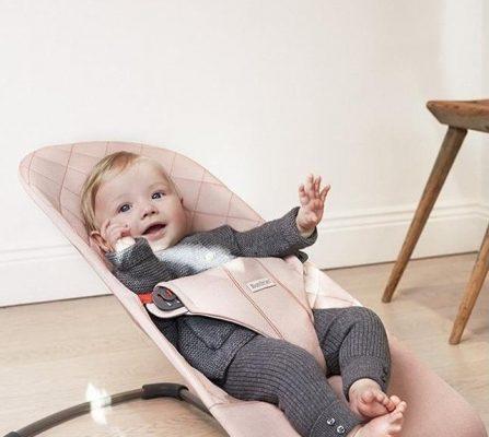 удобный шезлонг для новорожденных