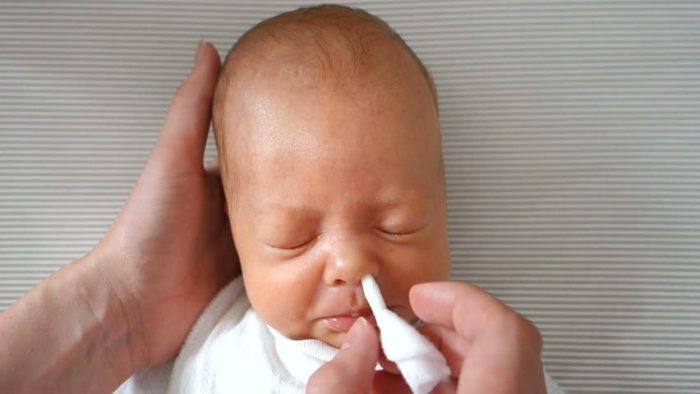 как очистить нос грудничку