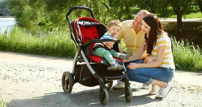 прогулочная коляска для ребенка