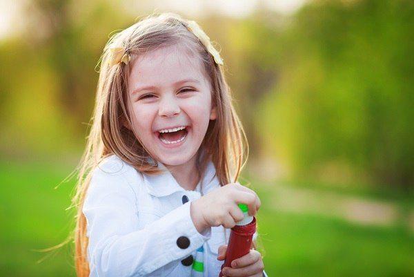 Дети радуются мелочам