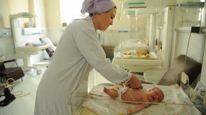первые дни в роддоме новорожденного