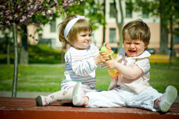 ребенок ведет себя агрессивно с другими детьми