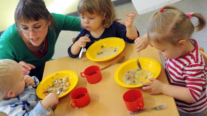 ребенок отказывается есть в детском саду, причины