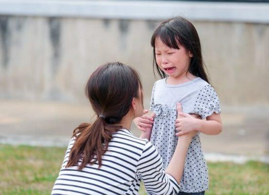 как успокоить ребенка при истерике