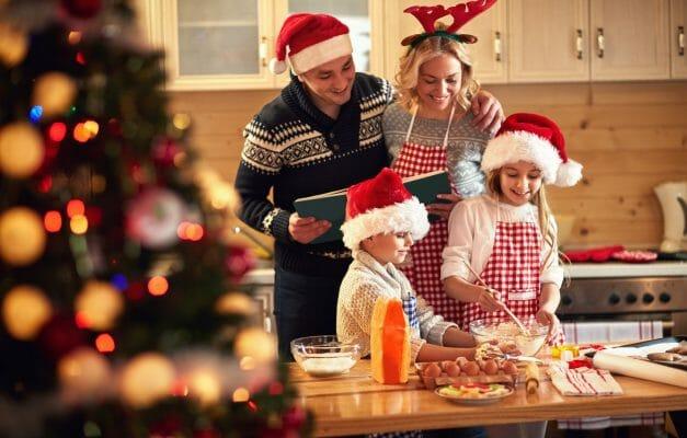на новогодние праздники семья готовит блюда