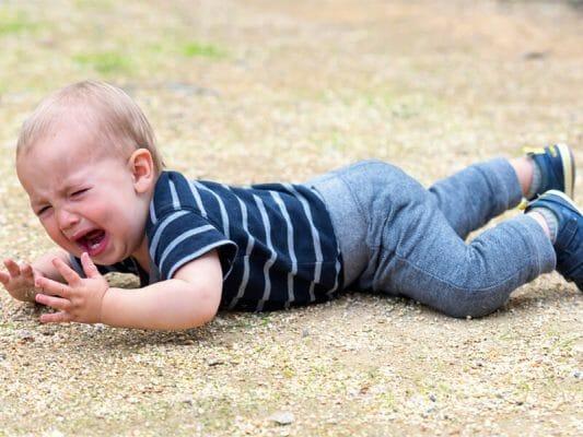истерика у ребенка, когда нужно обратиться к врачу