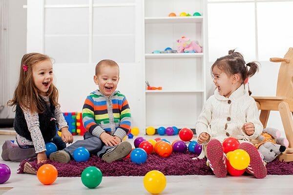 Развивающие игры для детей при помощи подручных материалов