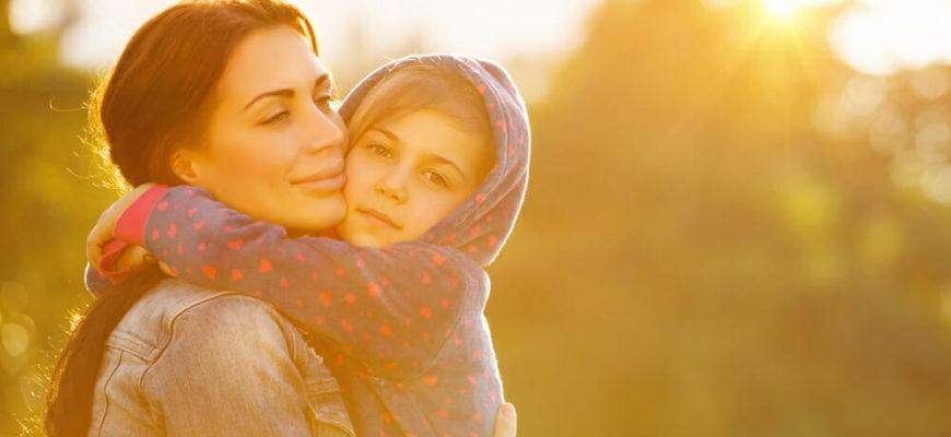 Сколько нужно объятий ребенку в день, чем полезны обнимашки